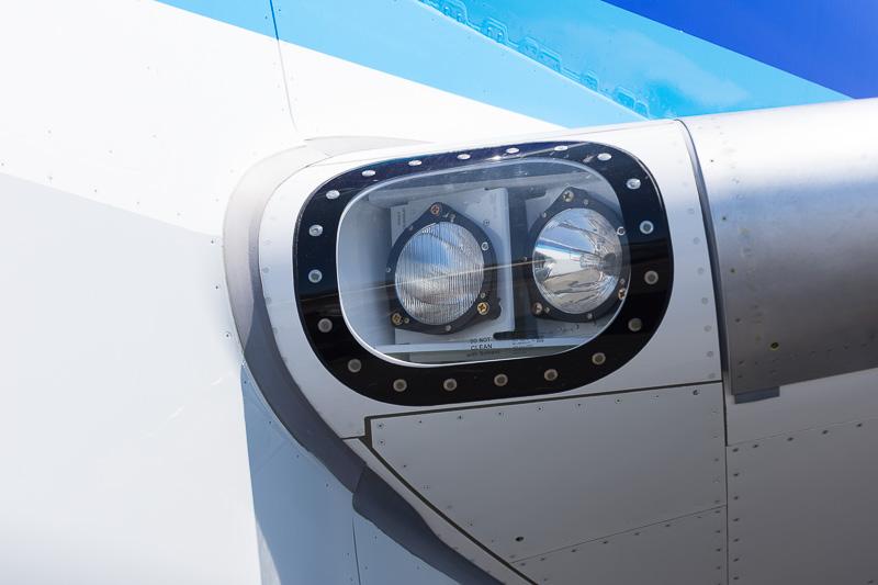 主翼付け根の着陸灯