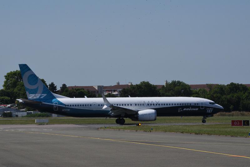 ボーイング 737 MAX 9は、ボーイング 737 MAXシリーズのなかでも長胴タイプ(座席数:180~215席、全長42.1m)となるため、バランスよく見える