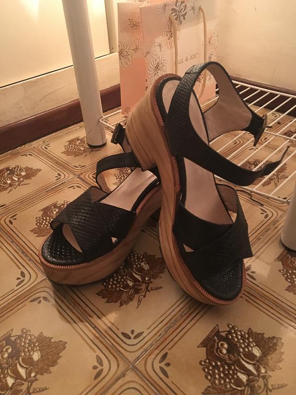 パレルモソーホーの洋服屋さんで買った靴。日本ではこれからの季節にピッタリ!