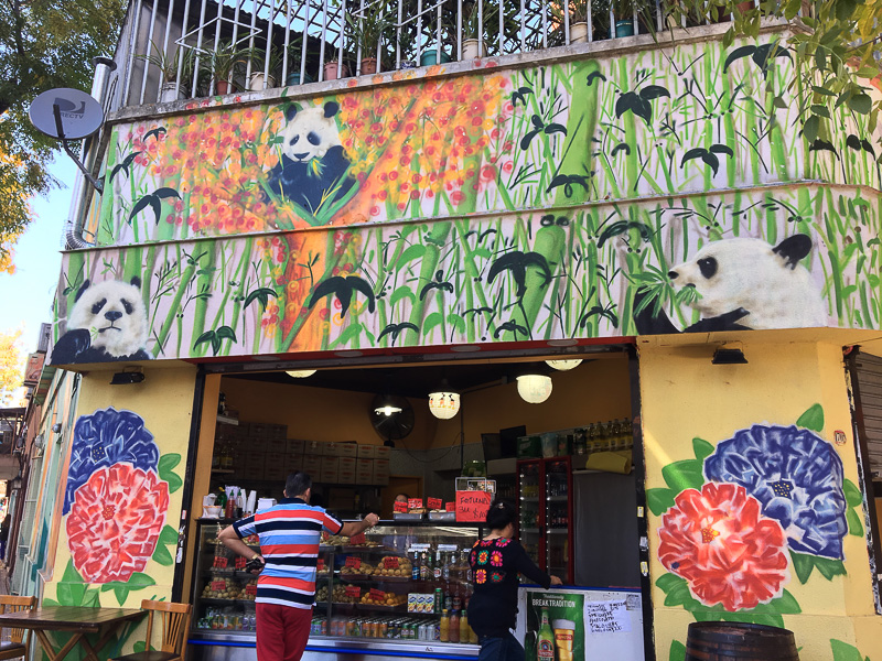 南米テイストの入ったパンダ。軽食と飲み物屋さん