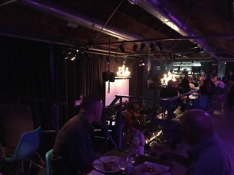 2階席まであり開放的な作りのBoris club。ウルグアイでお世話になったピアニスト、アレハンドロも出演したことがあるそうです