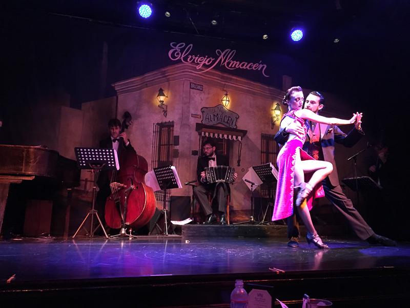 タンゲーリアの「El Viejo Almasen」のダンスショー