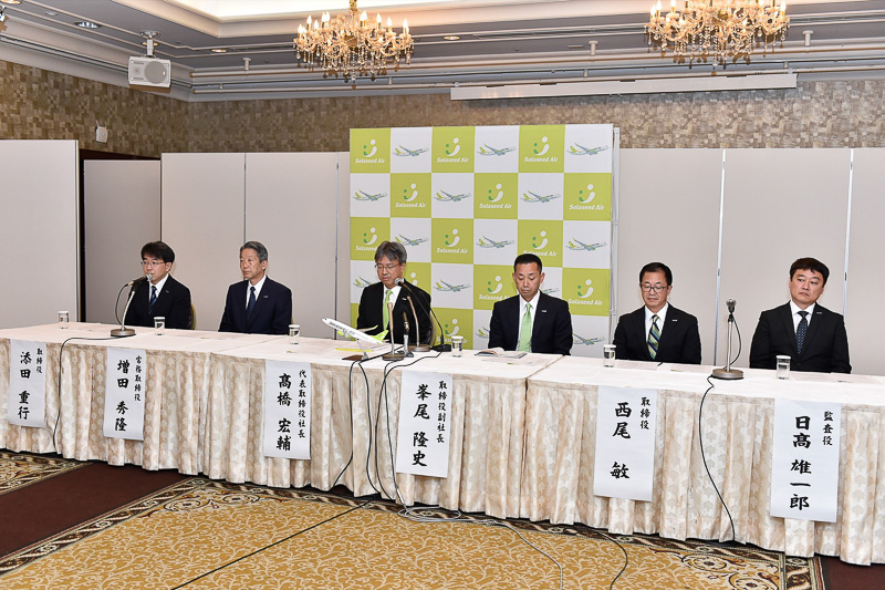 就任会見には新しく代表取締役社長に就任した髙橋宏輔氏らが出席した