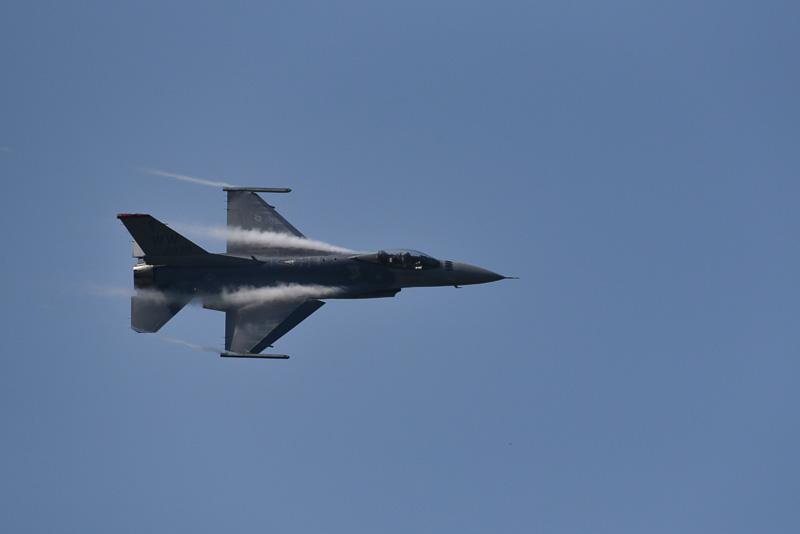 F-16の曲技飛行