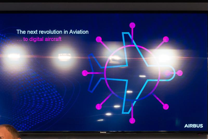 現在の航空機は多数のセンサーが積み込まれ、その情報を参照、記録する機能を有している