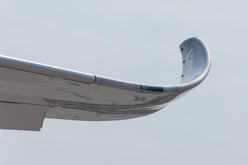 A350-900型機と同じように滑らか曲線を描くウィングレットも装備。ウィングスパンも同じ
