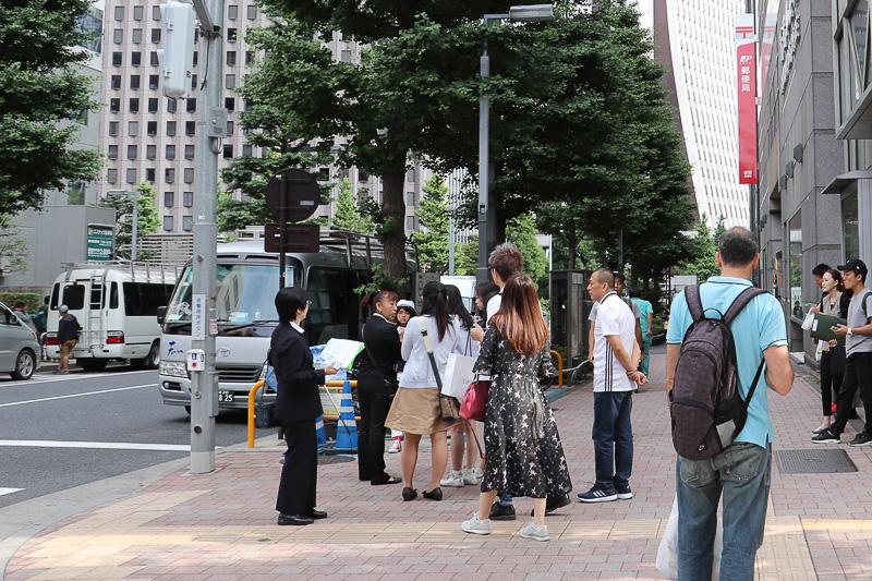 新宿郵便局前に集合