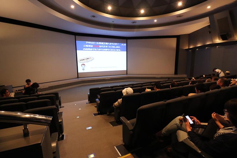 まずは大画面の「オリエンテーションシアター」で映像視聴