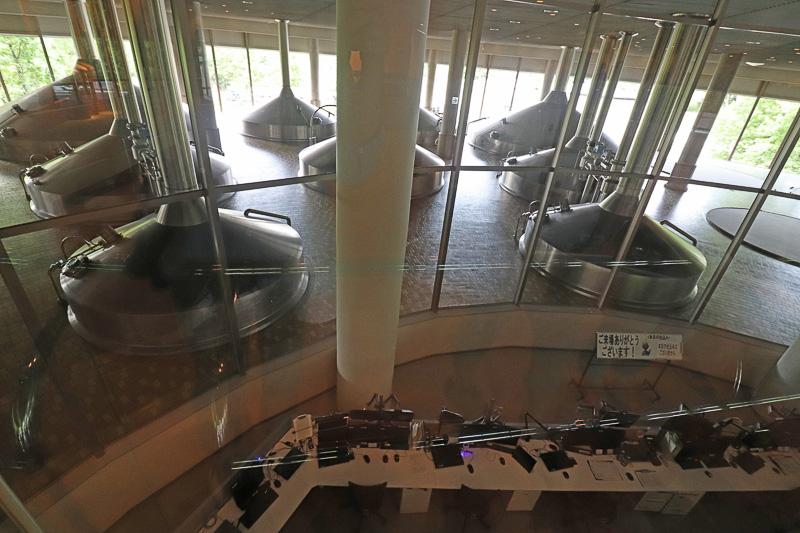 巨大な仕込室や中央コントロールルーム