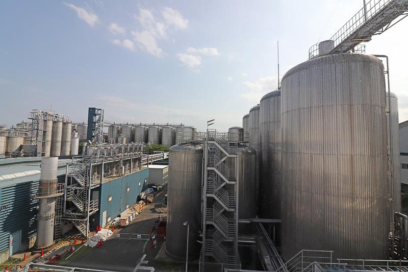 発酵・熟成させる巨大タンク