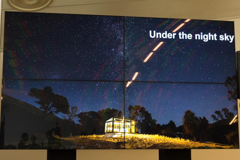 全面ガラス張りの宿泊施設「PurePods」。夜は星空、昼は大自然に包まれ、開放的に過ごせる