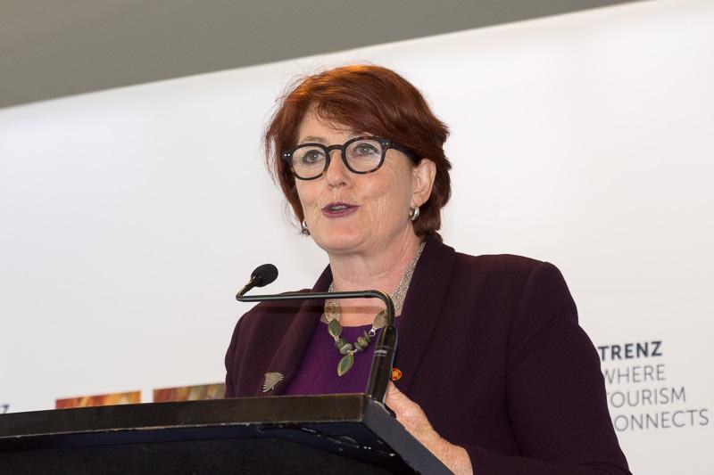 ニュージーランド環境保全大臣のマギー・バリー(Maggie Barry)氏