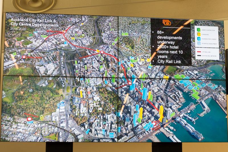 地下鉄の延伸や商業ビル、宿泊施設の建設など、CBDの開発を10年かけて進めている