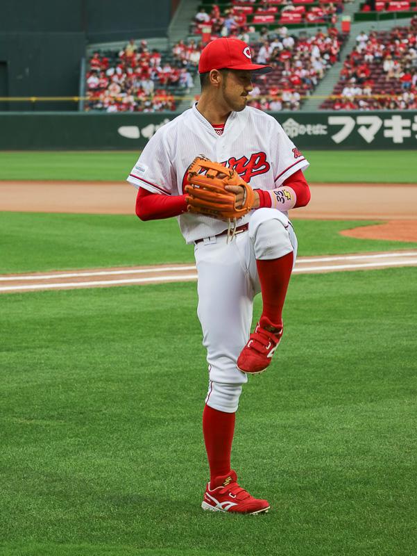 選手たちのなかでも菊池内野手は特に丁寧なフォームでキャッチボールをしていた