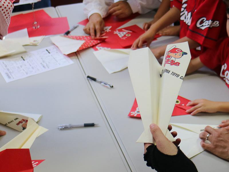 折り紙ヒコーキゲームコーナー