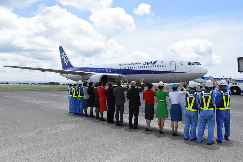 NH624便の搭乗客は74名(+幼児1名)で、11時30分プッシュバック、11時40分に離陸した