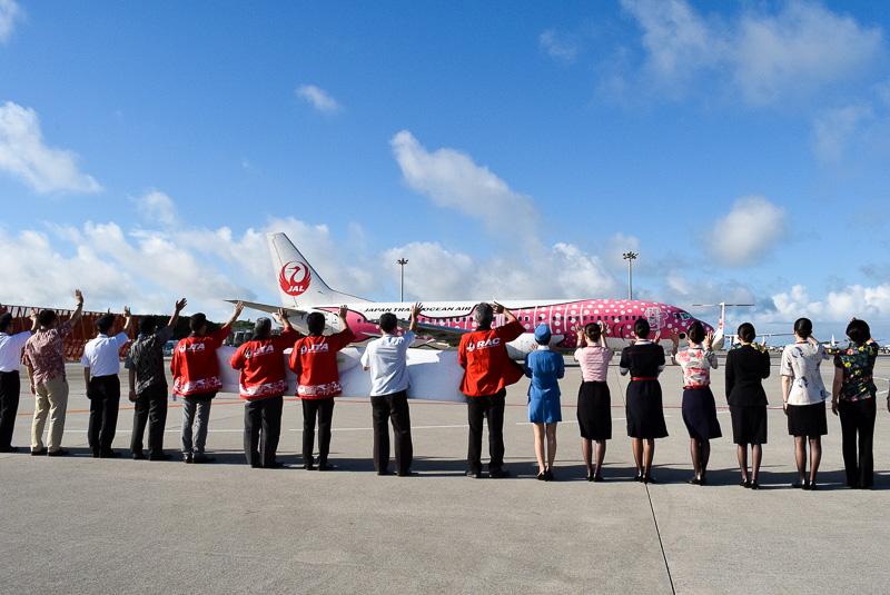 続いて出発したJTA552便(那覇~宮古)をお見送り。機材はサクラジンベエ