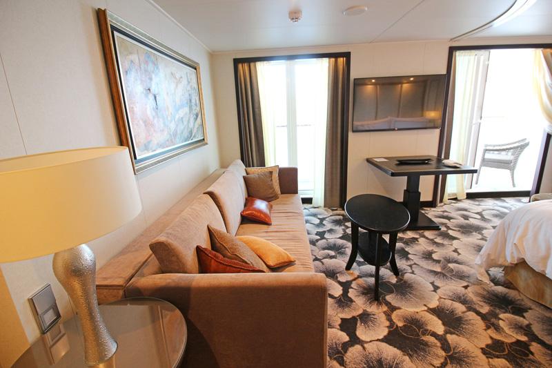 広々したスペース、バスタブ付きバスルーム、バトラーサービスなどが付属する「ドリーム スイート」。客室は32~35m<sup>2</sup>に加え、バルコニーも5m<sup>2</sup>と広々