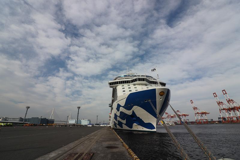 横浜・大黒ふ頭へ入港