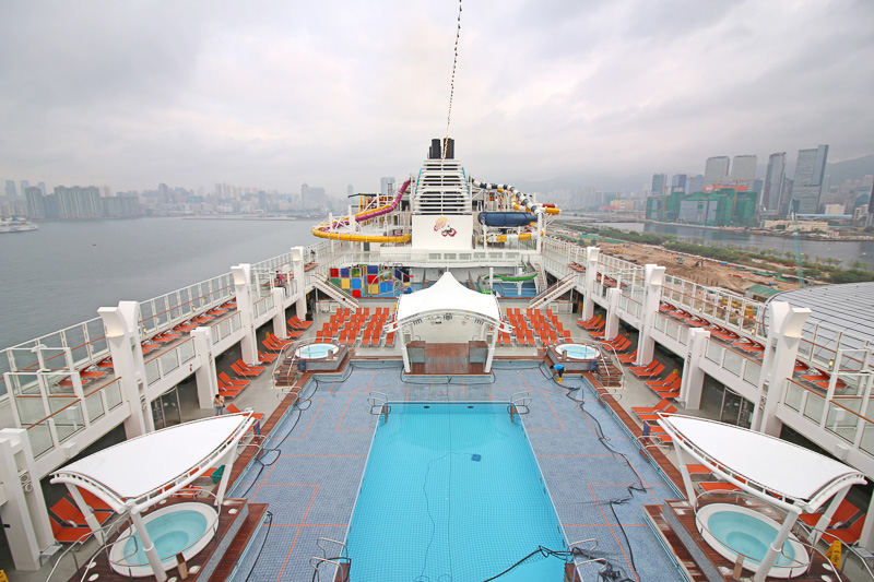 金曜日夜に出港した香港へ、日曜日朝に帰港