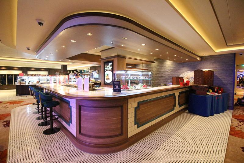 テイクアウトで箱詰めのお弁当が買える「ロビーカフェ」。マレースタイルの朝食も買える