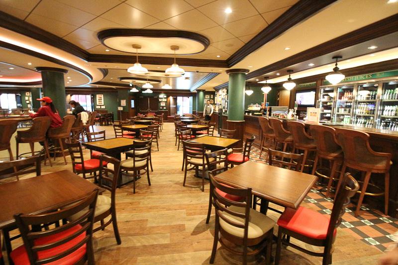24時間オープンしている軽食やビールのあるバー「レッドライオン」