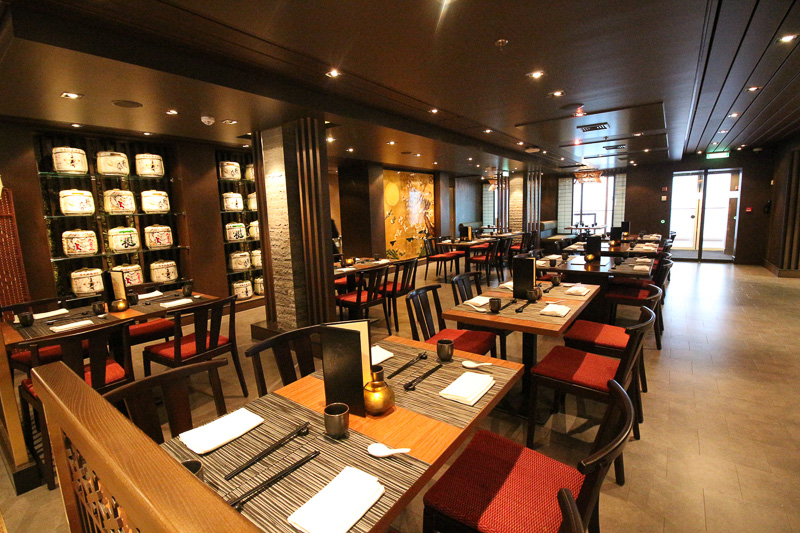 日本食レストランの「ウミウマ」。鉄板焼きの「ウミウマ鉄板焼」も併設