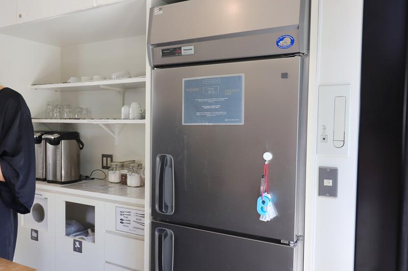 キッチンにはドリンクコーナーや共用の冷蔵庫もある