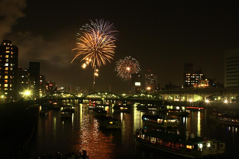 東京都交通局は花火大会に伴う臨時列車の運行を発表した(写真提供:TCVB)