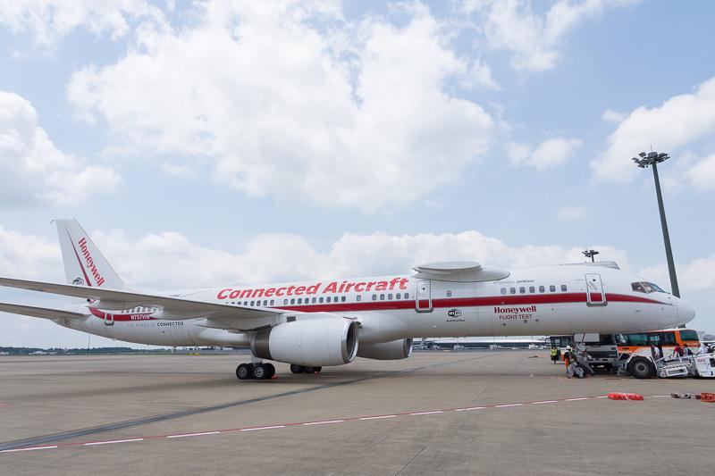Honeywellのテスト機。登録記号「N757HW」のボーイング 757型機が、成田空港発着でデモフライト実施