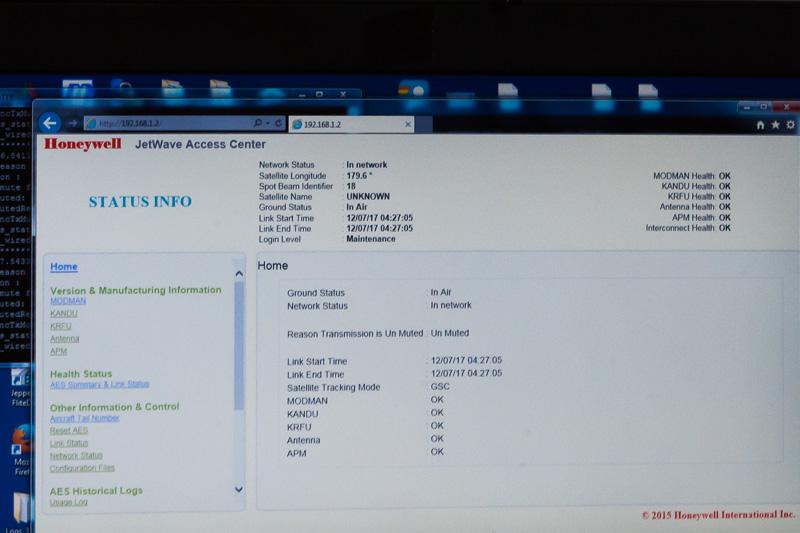 機内インターネットサービスのステータスをモニターしている画面