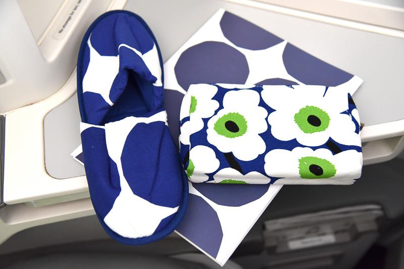 Marimekko for Finnairアメニティキットなど一式。ポーチは「Unikko」柄だった