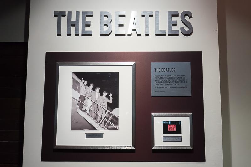 1964年8月20日に、ここでビートルズのショーが行なわれたことが書かれている