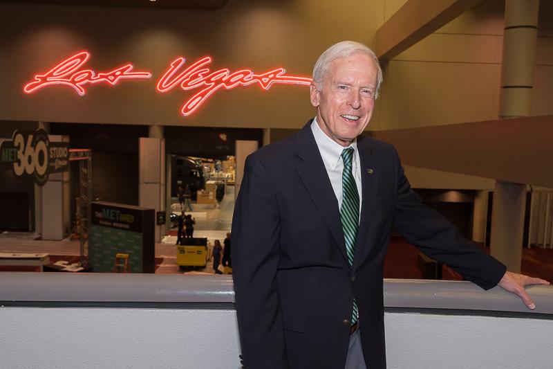 今回ラスベガス・コンベンション・センターの案内と解説をしてくれたLas Vegas Convention & Visitors Authority(ラスベガス観光局)Vice President of Customer ExperienceのHugh Sinnock氏