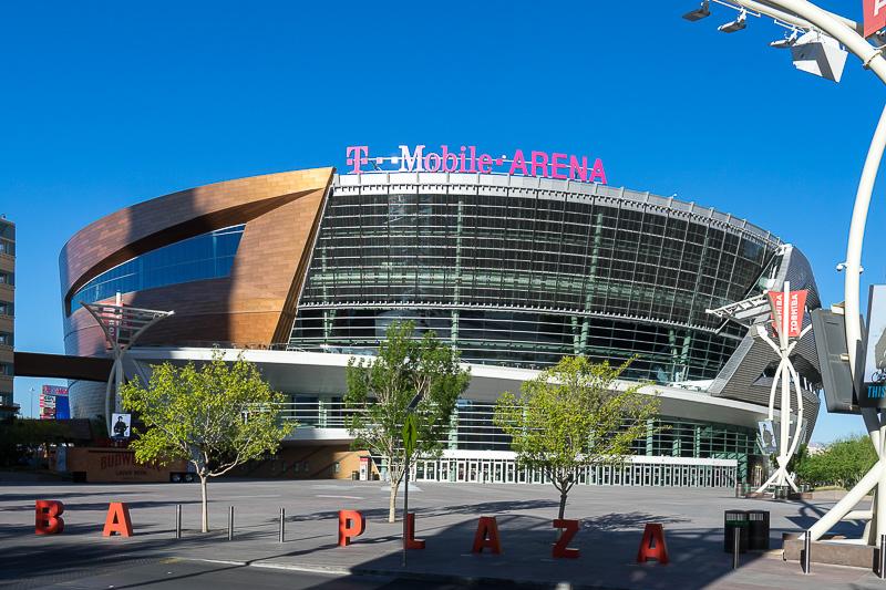 T-Mobile・アリーナの外観。上にいくほど広がった形状をしている