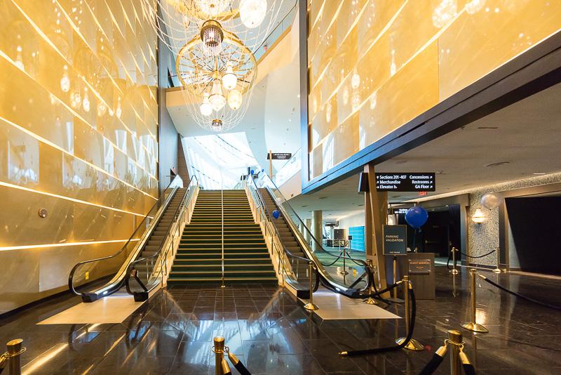 こちらは、モンテカルロ・リゾート&カジノから入ったホール。豪華なシャンデリアが飾られている