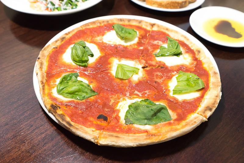 クラシカルなマルゲリータピザ