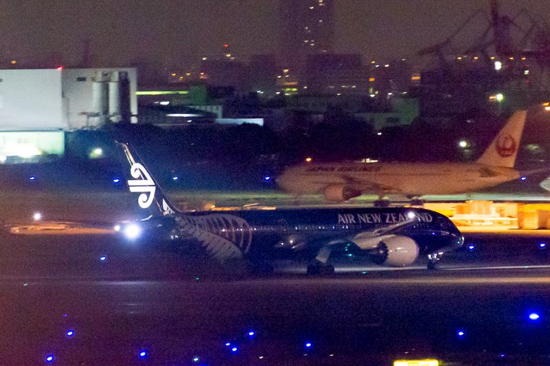 オークランドへ向けて出発したNZ92便