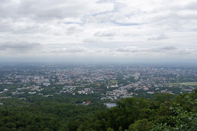 山の上から見たチェンマイの市街地