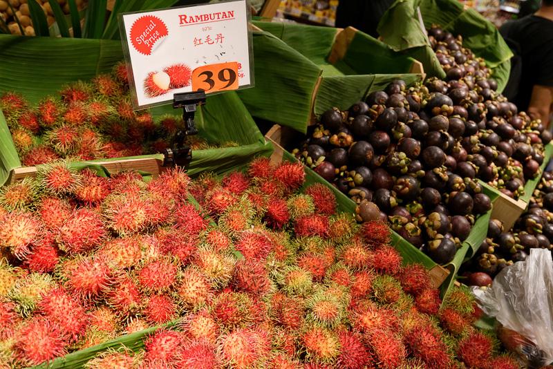 ドリアン、ランブータン、ブドウなどフルーツが大量