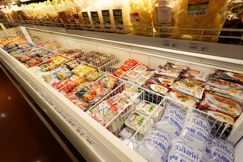 冷凍食品、雑貨類、雑誌も揃う