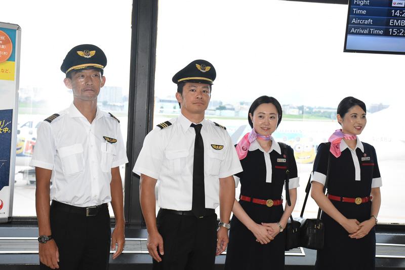 JL2437便のクルー