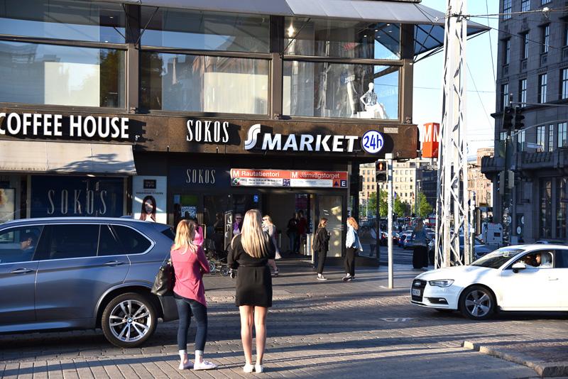 ディナーを味わったレストランから徒歩2分ほどの場所にある「Sマーケット」