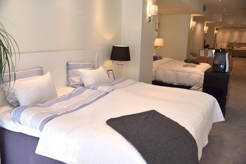 外観は寝具を扱う「unikulma」のショップ。地下に「EERO AARNIO DESIGN」が併設されている