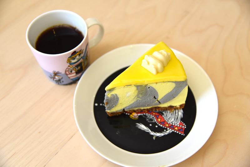 リコリス&レモンのケーキとストロベリーホワイトチョコレートムースケーキ<BR/>(C)Moomin Characters<sup>TM</sup>