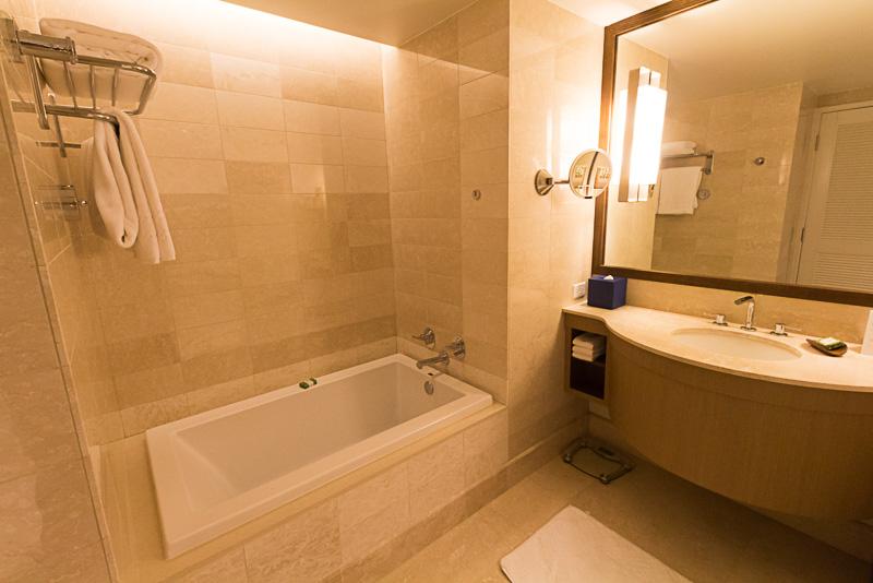 大理石が美しい浴室