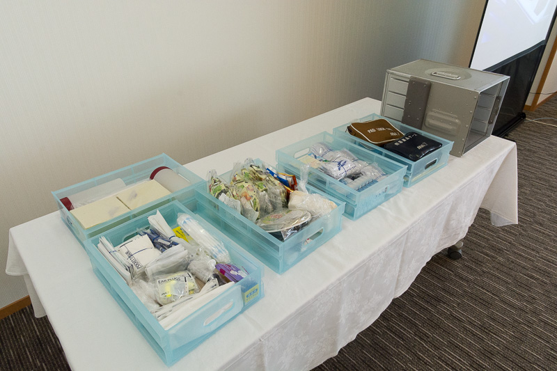 応急処置セットなど、機内に搭載している備品の紹介