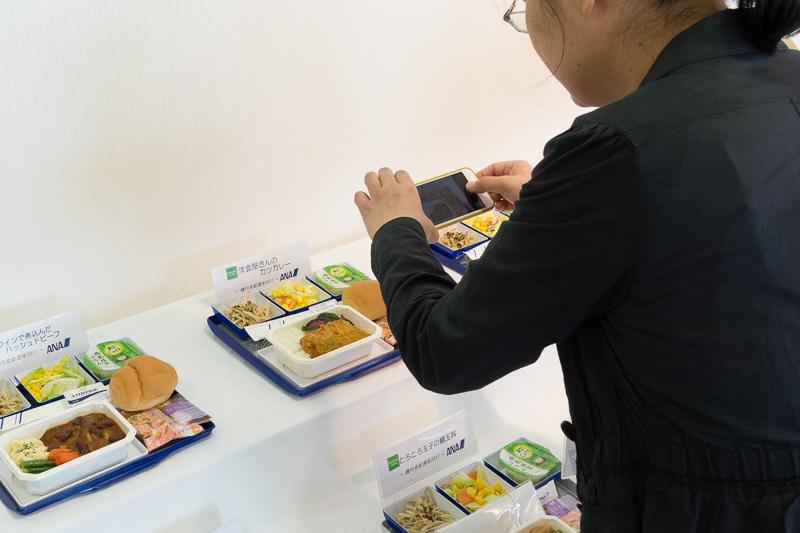 会場に用意された機内食総選挙2017のメニュー。撮影やSNSへの投稿は自由