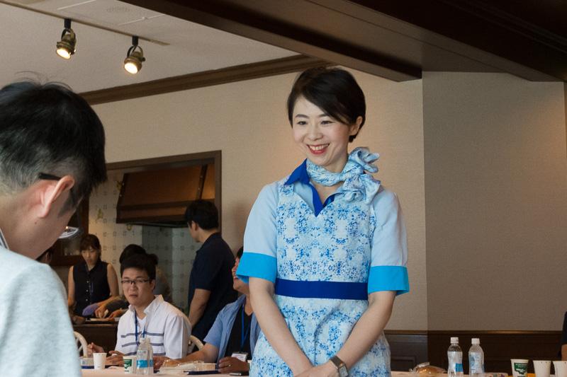 関空のイベントで司会やデモストレーションなどを担当した平CA