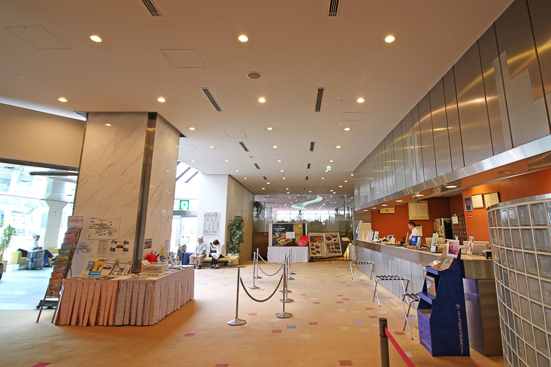 成田空港内唯一のホテルで、一般客が宿泊できる